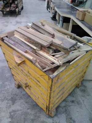 hout container.jpg