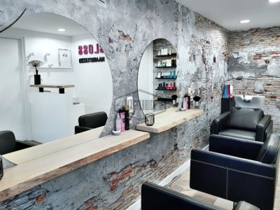 Gloss hairstudio boomstam wandplanken kapsalon 03.jpg